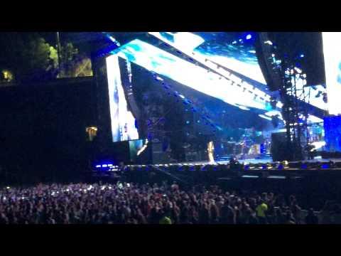 "Eminem X Rihanna: The Monster Tour- "" Diamonds """