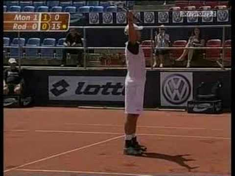 Roddick hits great shot from behind his back