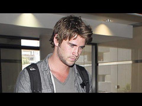 Liam Hemsworth Awkward Reaction When Asked About Miley Cyrus & Eiza Gonzalez - Exclusive Video