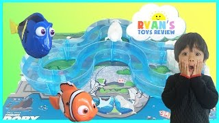Disney Pixar Finding Dory Water Toys Marine Life Institute Playset Swimming Nemo, Dory, and Bailey