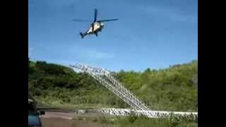 Lắp cột điện cao thế bằng trực thăng vận chuyển