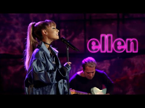 download lagu Ariana Grande - Into Youside To Side Live On gratis