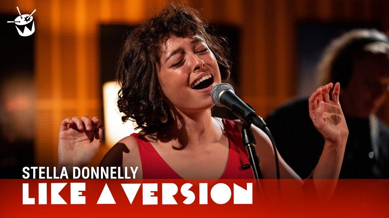 "Stella Donnelly - 豪「triple j」にてJohn Paul Youngカバー""Love Is In The Air""など2曲のスタジオ・セッション映像を公開 thm Music info Clip"