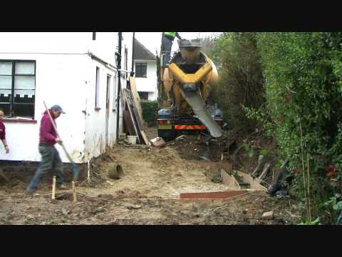 Digging foundations footings for house extensions in for Digging foundation for house