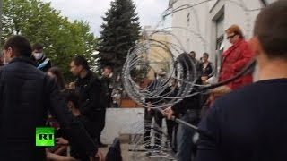 Video: Immediate aftermath of Lugansk govt HQ storm as RT's stringer walks into building