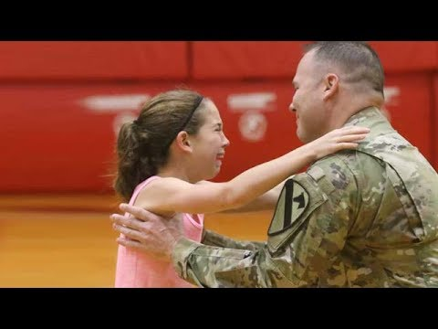 Soldier surprises Daughter at Stewarts Creek Elementary