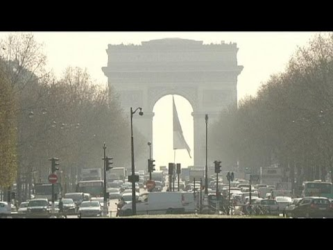 Paris issues air pollution warning - again