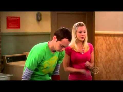 Sheldon dobla su ropa