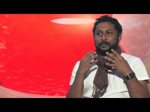 Director Shoojit Sircar Loses His Voice | Vicky Donor