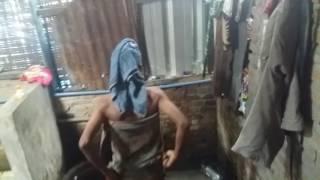 Ngintip cewek kampung mandi