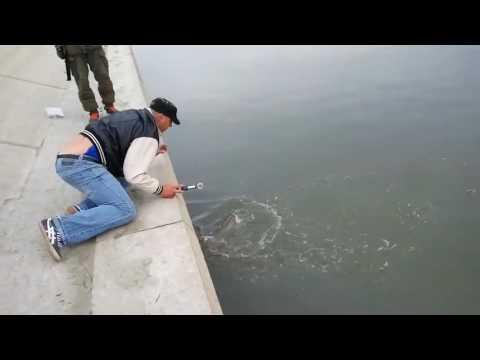 Рыбалка на набережной Омска