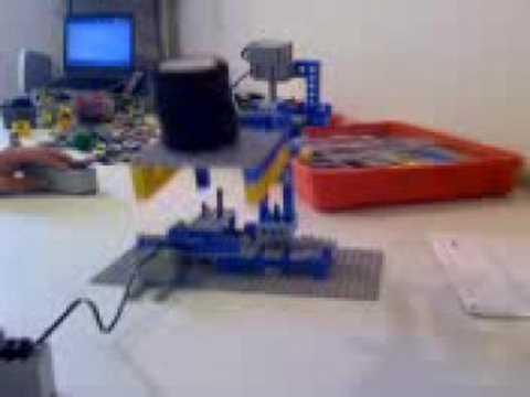 Brazo Robotico De LEGO (Camil A.H.F.)
