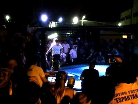 Peleas Vale todo - Guayaquil 26 de Mayo de 2012 Espartano VS Dinamita (2)