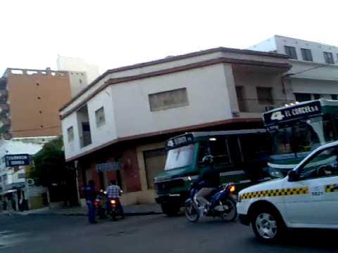 Pelea entre motociclista y colectivero en Tucumán