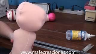 Pegar partes de la muñeca de trapo