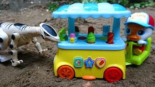 Dinosaurs attack cars selling ice cream C286M - toys for kids