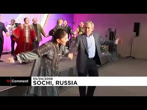 Putyin és Bush közös táncolós videóját tette közzé a Kreml