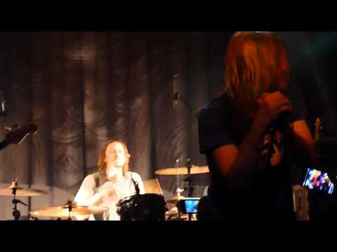 "Puddle of Mudd performen ihren Hit ""she hates me"". Viel Spaß."