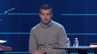 Pastor gets standing ovation after confessing to
