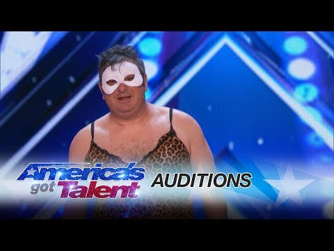 The Man of Mystery: Escapologist Gets Judges to Reverse Decisions - America's Got Talent 2017 thumbnail