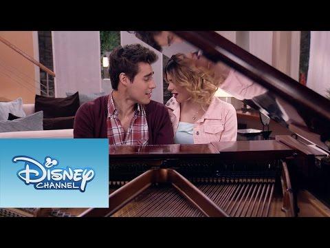 """Violetta y León interpretan """"Nuestro Camino""""   Momento Musical   Violetta"""