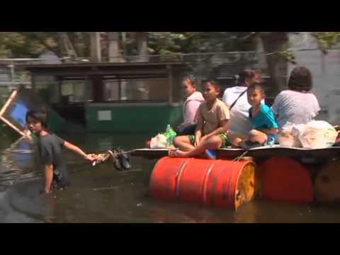 Se de enorme vannmassene i millionbyen Bangkok