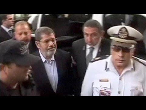 Egypt court postpones Morsi spying verdict again