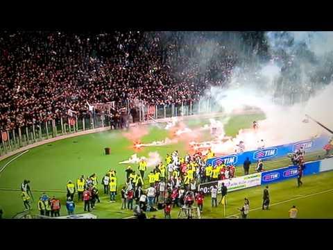 Fiorentina-Napoli 1-3 Hamsik Sotto la Curva, Scatta il Lancio dei Fumogeni 03-05-2014