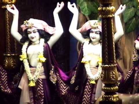 Mangala Arati Of Sri Sri Radha Gopinath, Iskcon Temple,chowpatty,mumbai;1st May 2014 video