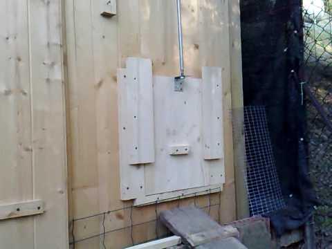 Porta automatica per il pollaio youtube for Porta basculante per cani fai da te