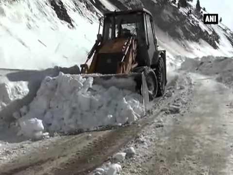 Jammu Srinagar NH opens for vehicular movement