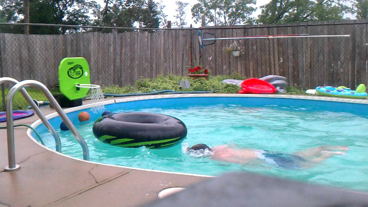 Fat kid gets stuck in an inner tube epic fail youtube for Epic pool show