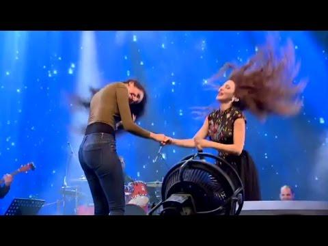فتاة تنافس ميريام فارس بالرقص العراقي thumbnail