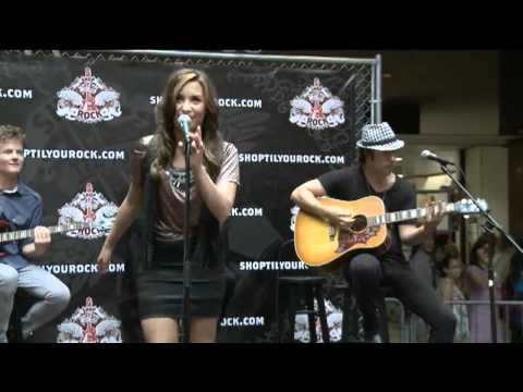 Demi Lovato la La Land The Best Acoustic Live Concert video