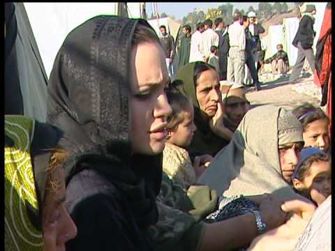 Pakistan: Angelina Jolie Visits Earthquake Survivors