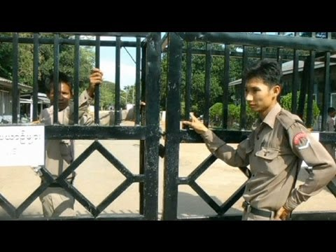 Myanmar frees prisoners ahead of Obama visit