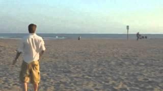 Bong da - Clip David Beckham sut bong trung 3 thung rac dang gay sot tren mang