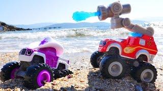 Маша и ЧУДО МАШИНКИ Вспыш и Старла едут на пляж. Видео для детей