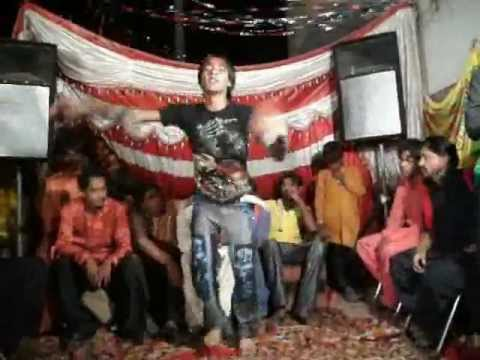 Lal Lal Kurty Mein Gora Sa Badan.wmv video
