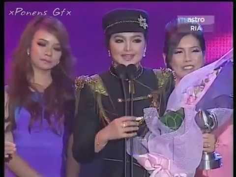 Download Lagu Siti Nurhaliza - Artis Serantau Paling Popular SEDEKAD (APM2011) MP3 Free