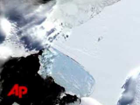 Major of Antarctic Ice Shelf Breaks Apart