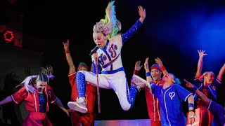 "JoJo Siwa Performs ""High Top Shoes"" Live in NYC!"