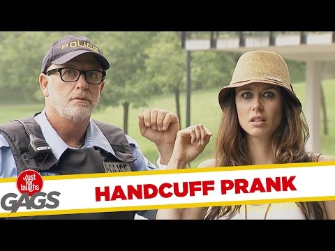 Handcuff Prank - Bilincsben