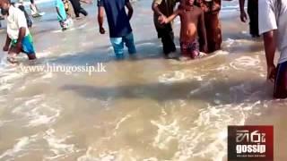 වැලිගම මුහුදේ නාන්න ගිය පස්දෙනෙක් දියඹට ගසාගෙන ගිය හැටි  Weligama Beach Incident.