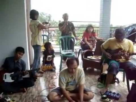 Allah Peduli Versi talenta Dangdut Koplo (gkjw Wonosalam) video