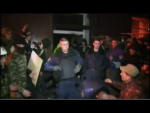 Ukraine Protests: Footage shows soldiers 'surrender' - BBC News