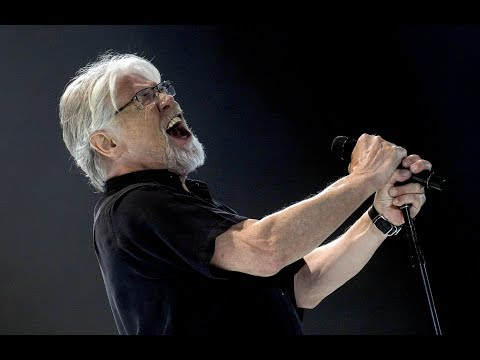 Download Lagu  Bob Seger & Jason Aldean - Turn the Page CMT Crossroads Mp3 Free