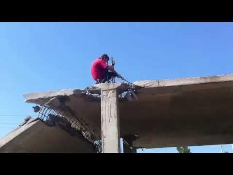 Как правильно падать на бетон. Прикол на стройке.