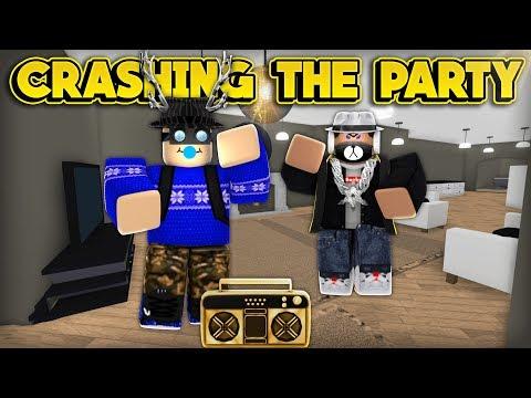 CRASHING THE PARTY! (ROBLOX Bloxburg)