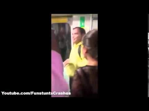Drunk Girls Abusing Man in Delhi Metro on Women's day